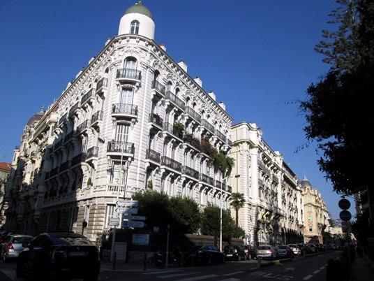 Un des grands plaisirs de se promener à Nice, c'est de découvrir ses beaux immeubles.