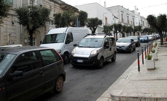 Les Italiens détestent marcher. Même dans une cité où tout pourrait se faire à pied, ils utilisent leur voiture.