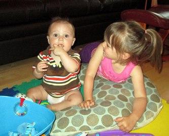Simon et sa grande soeur Rosalie.