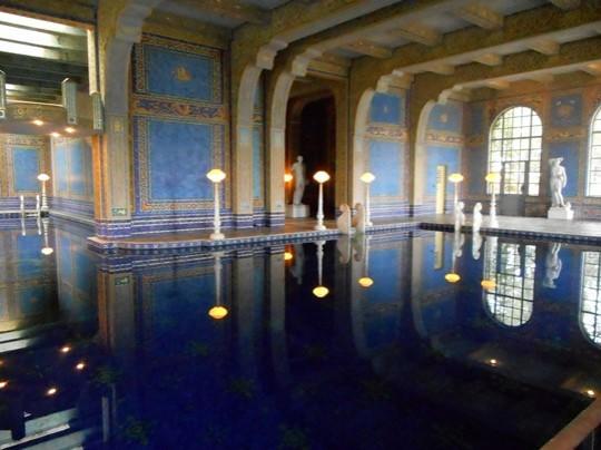 La piscine intérieure du château du magnat de la presse, William Hearst.