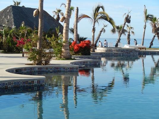 Au Los Cerritos Surf Colony RV Park, il y avait une magnifique piscine, tout près du Pacifique.