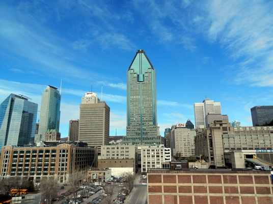 Le centre-ville de Montréal vu du toit de notre immeuble.