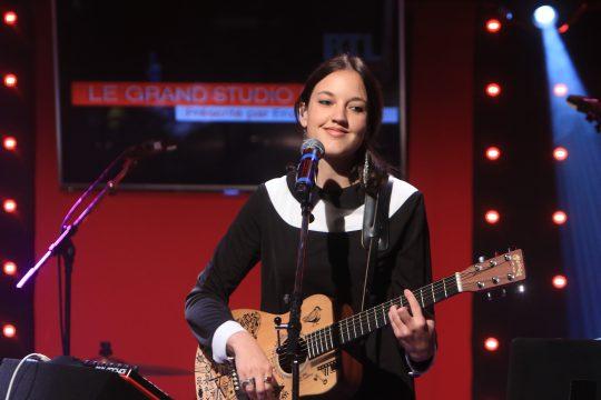 Jain, 25 ans à peine et tenue d'adolescente, a été choisie Artiste féminine de l'année.